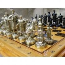 Шахматные фигуры с деревянной доской