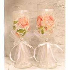Свадебные бокалы и роспись бутылки шампанского «Винтаж»