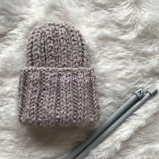 Женская вязаная шапка серая с розовым оттенком Basic mini