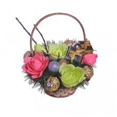 """Букет из конфет """"Подарки и розы"""""""
