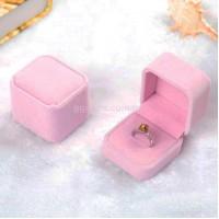 Бархатная коробочка для кольца розовая