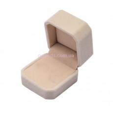 Бархатная коробочка для кольца бежевая
