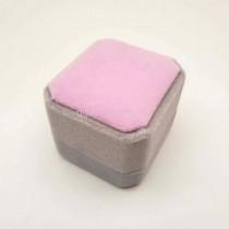 Бархатная коробочка для кольца серо-розовая