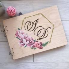 Фотоальбом с инициалами из дерева