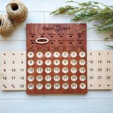 Вечный календарь из дерева с логотипом под заказ