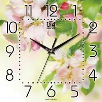 Настенные часы Цветение яблони